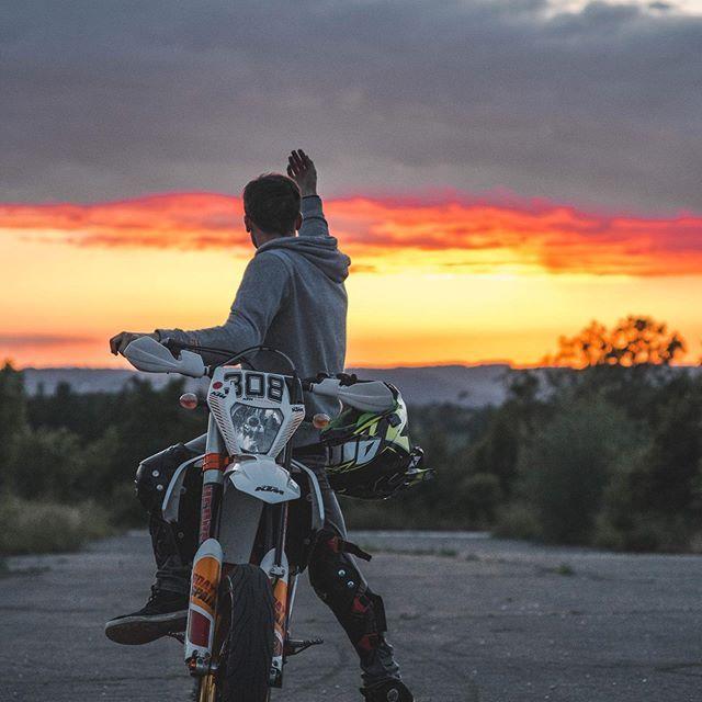 Me Ktm Exc Exc500 Supermoto Wheelie Sixdays Bike Sunset Sun Sky Akrapovic Excel Sunset Pins Me Ktm Exc Exc500 Su Supermoto Ktm Supermoto Ktm Ktm sm iphone wallpaper gif