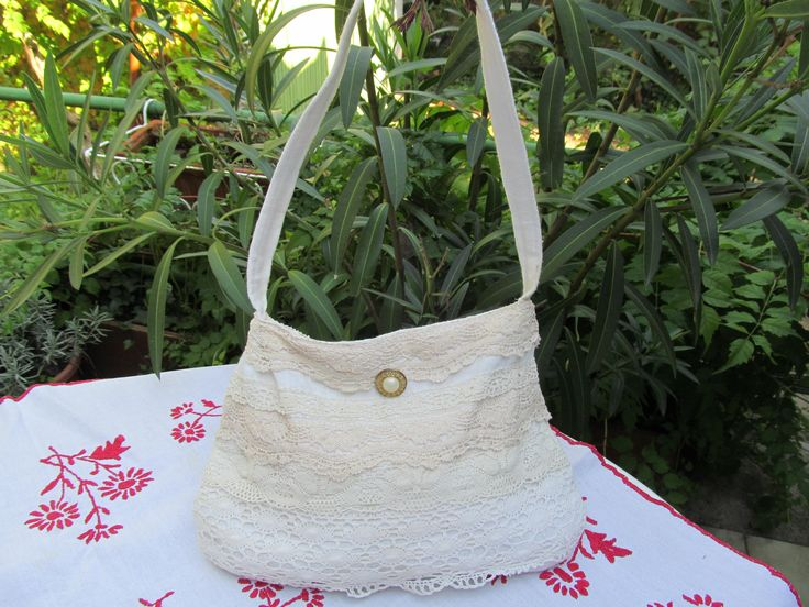 Bag with laces