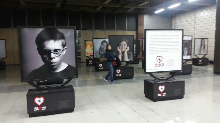 Campaña en metro de #Chile