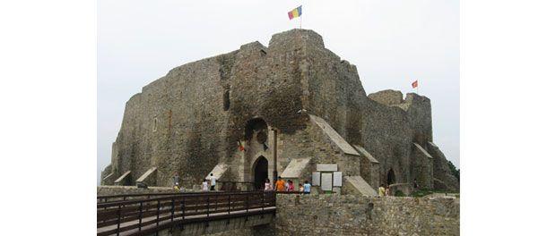 Situata in partea nord-estica a judetului cu acelasi nume, cetatea Neamt face parte din categoria monumentelor medievale de valoare exceptionala din tara noastra.