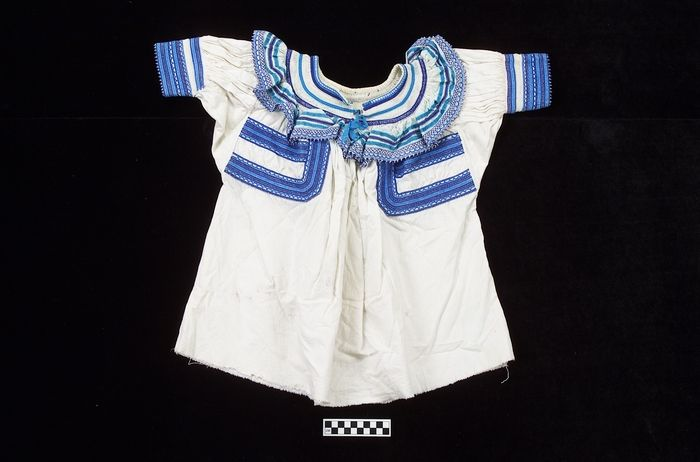 Woman's huipil/shirt (Tojolabal Maya [Chiapas]), circa 1975, Cotton cloth, embroidery floss, and ribbon.