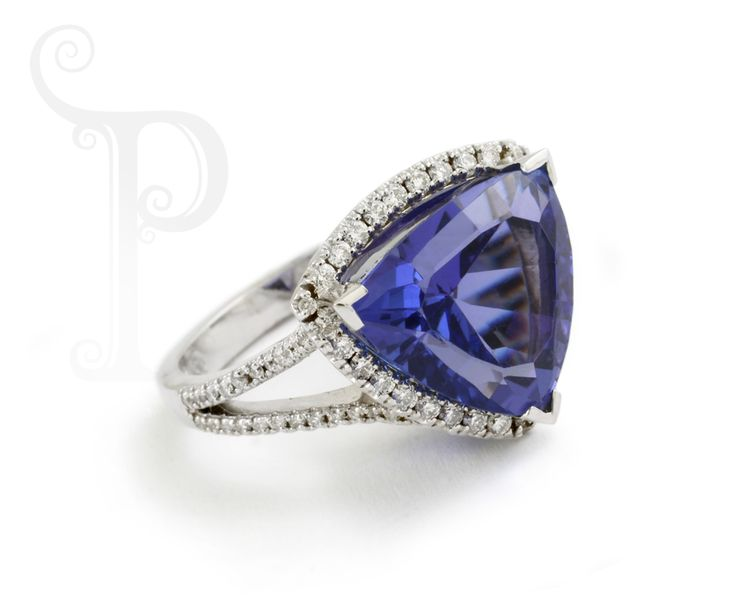 Custom Made 18ct White Gold Ring, Set With a Beautiful trillion Cut tanzanite, surrounded by Round Brilliant Cut Diamonds