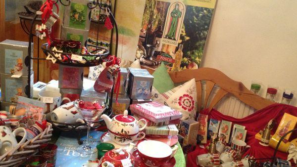 Wir haben für Sie im NATUR KRÄUTER SHOP viele nette und auch sinnvolle Weihnachtsgeschenkideen vorbereitet.  Kommen Sie doch  mal vorbei – ob online oder direkt bei uns im Laden – gerne laden wir Sie zu einer Tasse Kräutertee während unserer Öffnungszeiten ein.