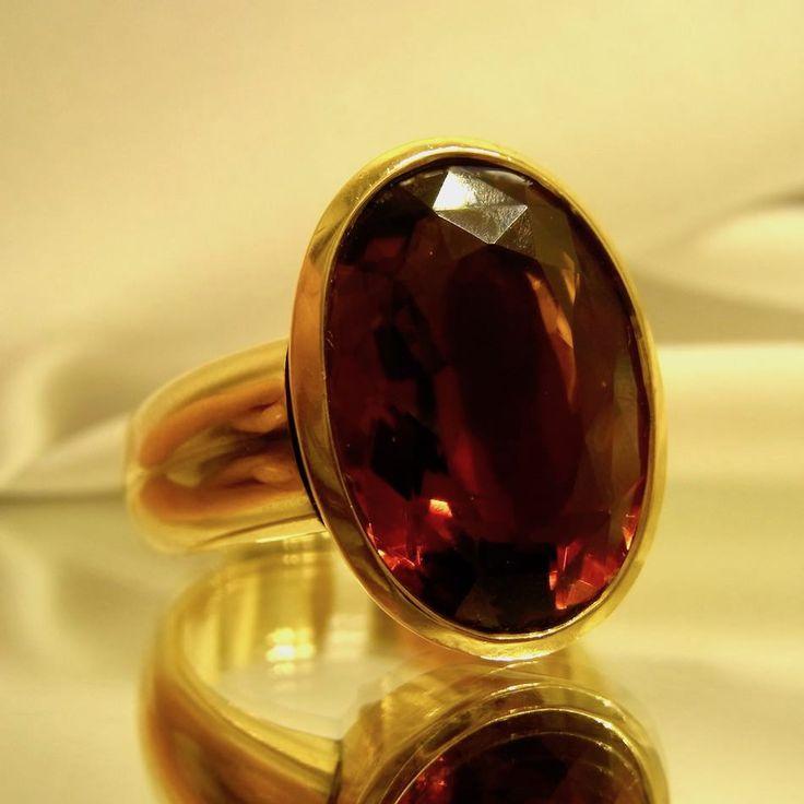 Handgearbeiteter Damenring aus 750 Gelb Gold