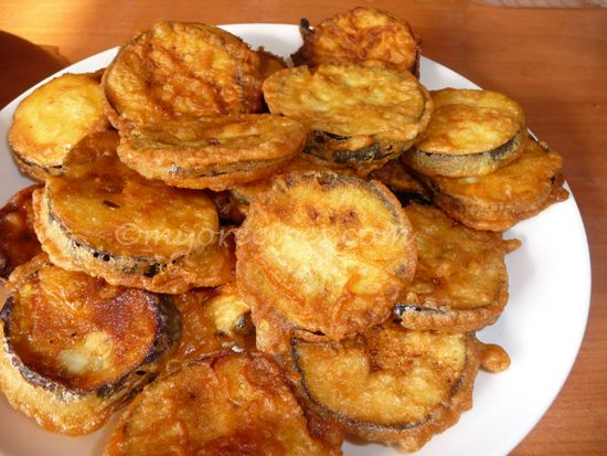 Looking for some quick mauritian recipes as snacks? Try this Eggplant Pakora for your snacks! Mauritian recipes are very easy to make, so be sure to try them out!