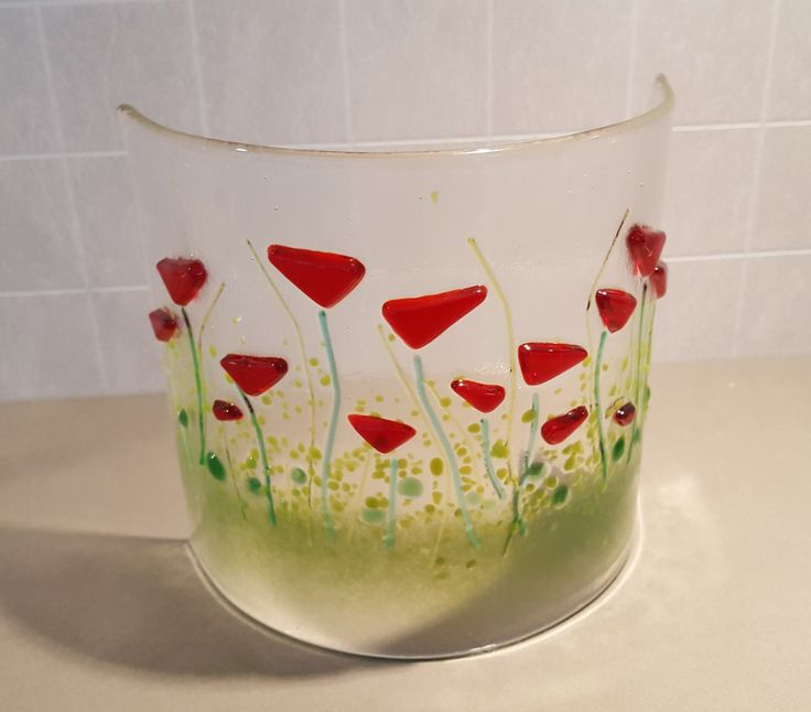 Fused glass. Curved. Red flower.