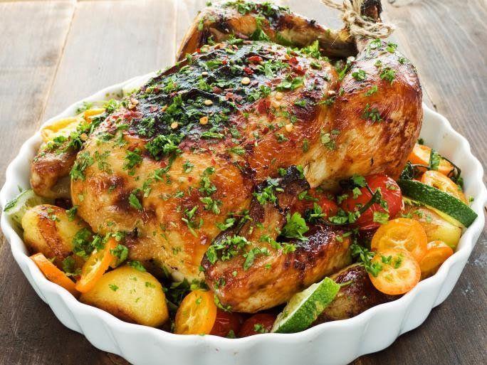 Pollo rostizado a las hierbas con tomates asados
