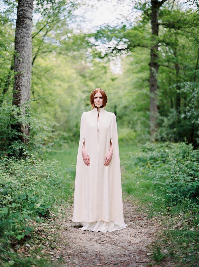 Stéphanie Wolff  Paris - Créatrice de robes de mariée - Collection 2016 | Modèle: Cape James | Crédits: L'Artisan Photographe | Donne-moi ta main - Blog mariage