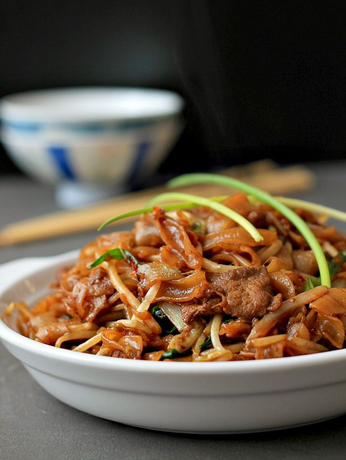 my bare cupboard: Gon chow ngau ho / Cantonese-style fried noodles / Beef chow fun or just call it delicious !