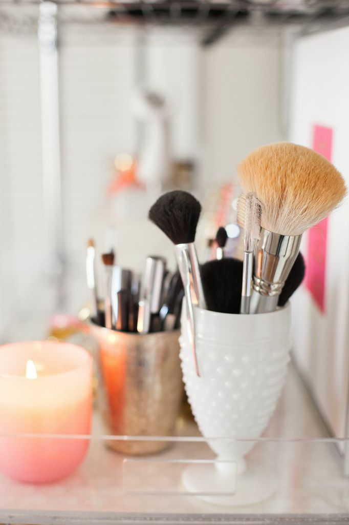 How to Style Wire ShelvesWire Shelves, Jennifer Kathryn, Living Spaces, Brushes Holders, Makeup Brushes, Organic Makeup, Milk Glasses, Brushes Storage, Style Wire