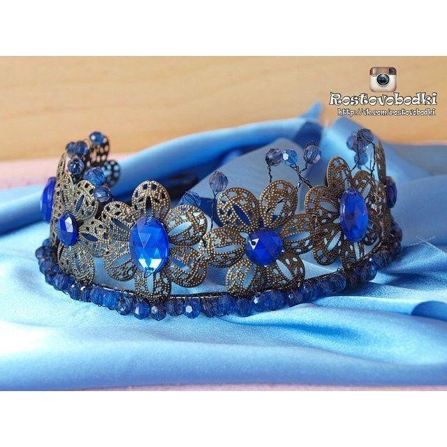 Автор работы  @rostovobodki  Синий - это неба цвет Дарит утром нам рассвет. Дарит синие цветы, Моря синего мечты --------------------------------------- #корона #диадема #коронаручнойработы #диадемаручнойработы #тиара #невеста #яневеста #свадьба #помолвка #korona #diadema #diadem #crown #crowns #tiara #wedding #weddingcrown #weddingdiadem #weddingtiara #corona #bride #bridalfashion #bridalcrown #weddingdress #коронанасвадьбу #свадебнаякорона #тиара…