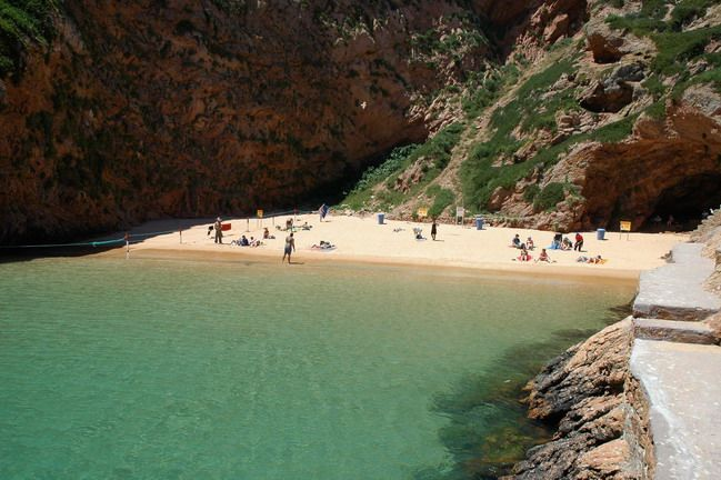 Praia da Berlenga Grande    http://www.guiadacidade.pt/pt/poi-praia-da-berlenga-grande-18097