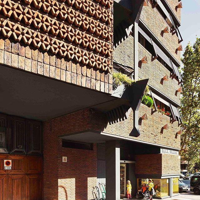 Juan Sebastian Bach 4, Barcelona - Ricardo Bofill Taller de Arquitectura - #rbta #bofill #barcelona #ricardobofill #architecture #tallerdearquitectura #callebach4 #bofillarquitectura #arquitectura #archdaily #housing #callebach photo by @gregori_civera