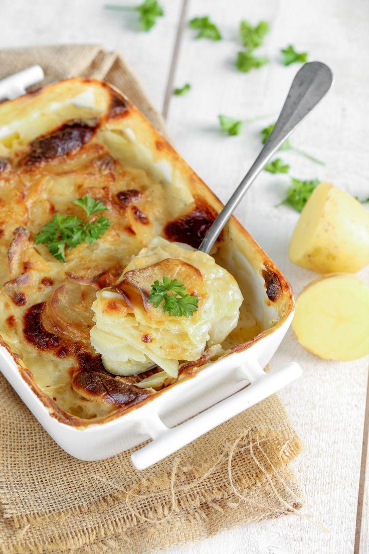 """Gratin Dauphinois """"La vraie recette du Gratin Dauphinois ne contient pas de fromage, sinon c'est un gratin savoyard."""
