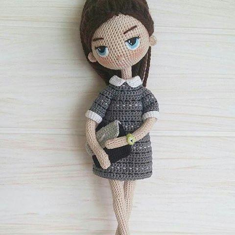 Всем привет! Сегодня столкнулась с неприятной ситуацией. Мне добрые люди написали, что @yasmnandhome выставил  фото моей куклы, видимо выдавая за свою, сделано в Германии, написано в шапке.Причем там куклы многих мастеров, на мое сообщение никакой реакции, я в неприятном шоке, что делать? Подскажите, может кто сталкивался с таким свинством   #вязаныекуклы #куклакрючком #zontik_lena