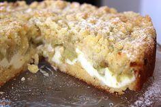 Rhabarberkuchen mit Vanillecreme und Streuseln