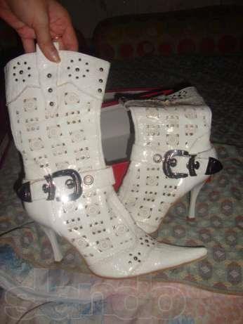 Белые туфли или белые сапожки одесса