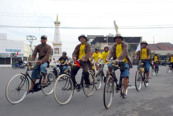 Yuk Intip aksi Komunitas Sepeda Tua Indonesia? Intip disini >> http://koran-jakarta.com/index.php/detail/view01/99262