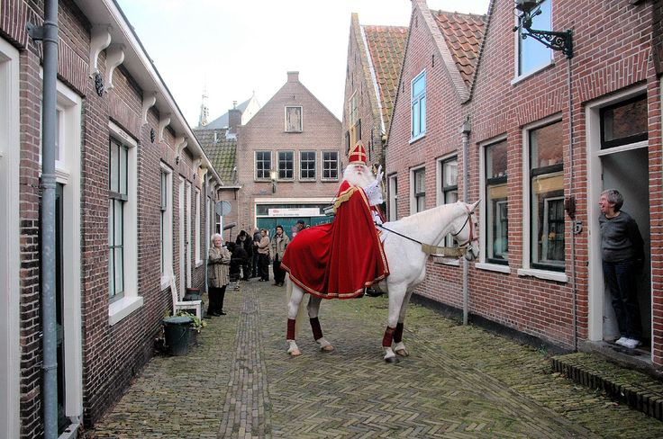 https://flic.kr/p/6ayfH | St Nicholas / Sinterklaas | St Nicholas visits Holland every year, normally arriving in late November, but in 2005 he came early to our street in order to film a commercial for a Dutch bank.