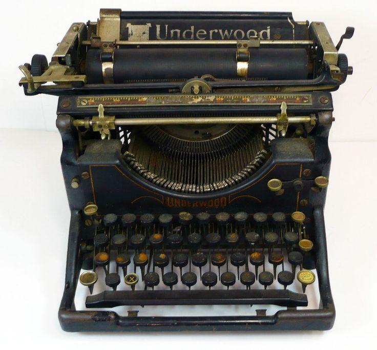 1920's Vintage Antique UNDERWOOD Black Steel Standard Typewriter Nice Décor