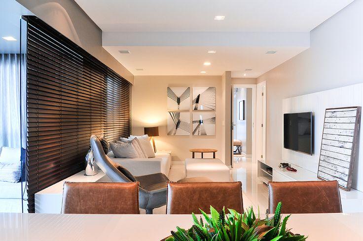 Decoração de: Sala de estar; cadeiras de couro marrom; Casa de Valentina