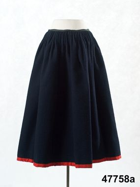 Kjol av mörkblå vadmal med rött kantband