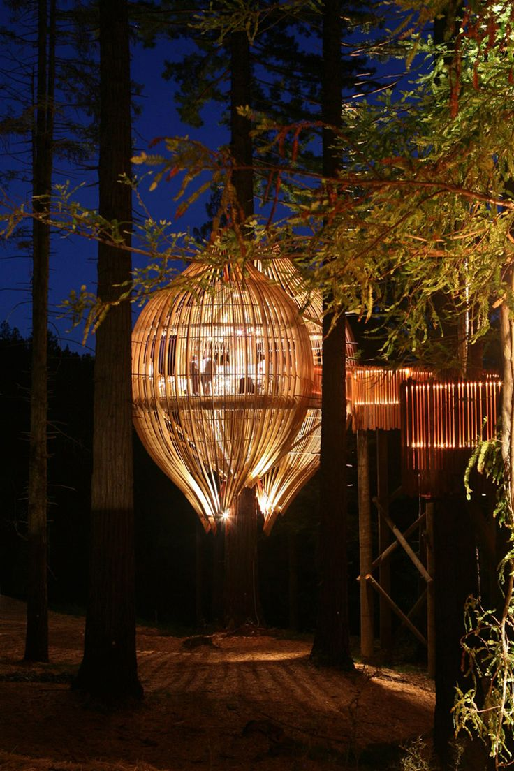 This fantastic treehouse was created as an ad campaign for Yellow (New Zealand's version of The Yellow pages). The concept was to built a tree top restaurant using only the resources listed in Yellow's directories. Pacific Environments, the architecture firm behind this woodland structure...
