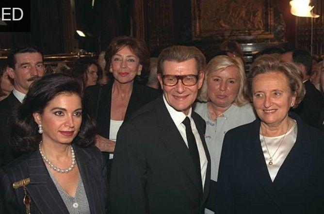 Juillet 1997.Yves Saint Laurent et Madame Chirac.  Getty Images.