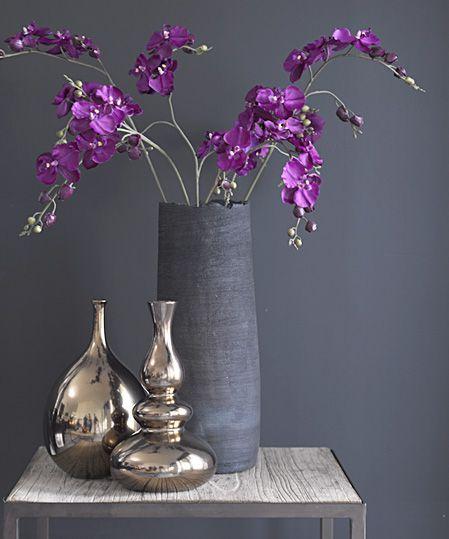 2018 pantone color of the year, pantone color of the year 2018, purple flowers in gray room, pantone ultra violet, bright purple, dark purple, violet, purple and gray