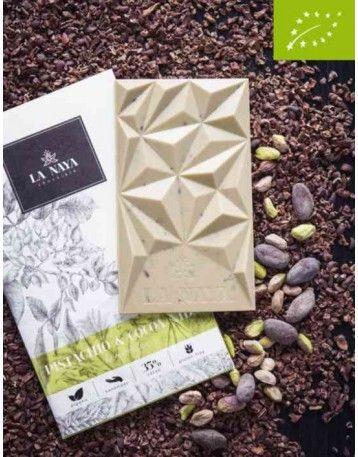 Biela čokoláda La Naya 40% Bio s pistáciami kúskami kakaových bôbov.Biela čokoláda jemné dochutená pistáciami a kúskami pražených kakaových bôbov. Čokoláda je v Bio kvalite.