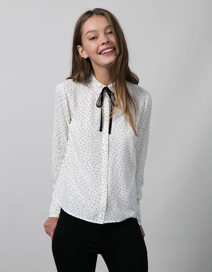Camisa estampada BSK con lazo en cuello - Camisas & blusas - Bershka Mexico
