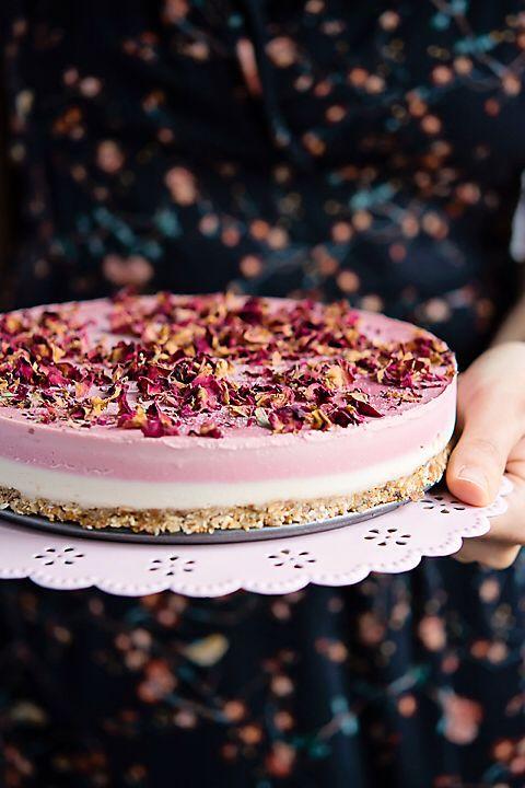 Tort RawCoco, cu vanilie si trandafiri  #rawcoco #rawsweets #dulciurifarafoc #dulciurifarazahar #bunataticudragoste #vegan #nosugar #glutenfree #cleanlife #cleaneating #healthyfood #healthylife #bucharest #healthtycake #handemade