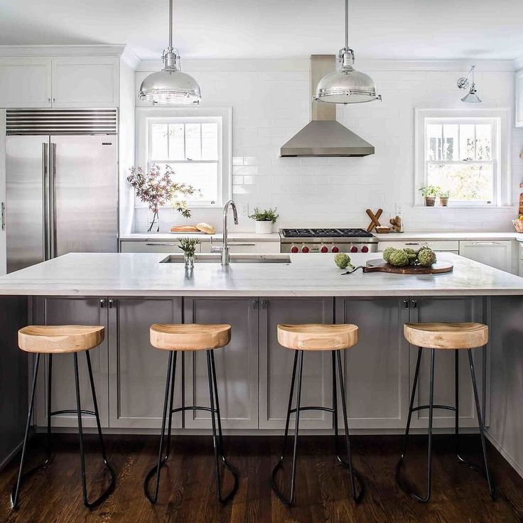Discover all the ingredients you need to create a custom kitchen! {link in profile to shop} #kitchenreno #kitcheninspo #brightandwhite #DIY #homereno Design by: @terracottadesignbuild