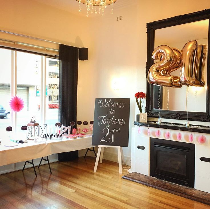 Happy 21st birthday  Taylor! The long room is a great space for your 21st. A private room with a fully stocked bar. Up to 90 guests in a very comfortable space.  #oscarshotel #functionroom #21stbirthday #longroom  #21stbirthday #functionroom #oscarshotel #bookit