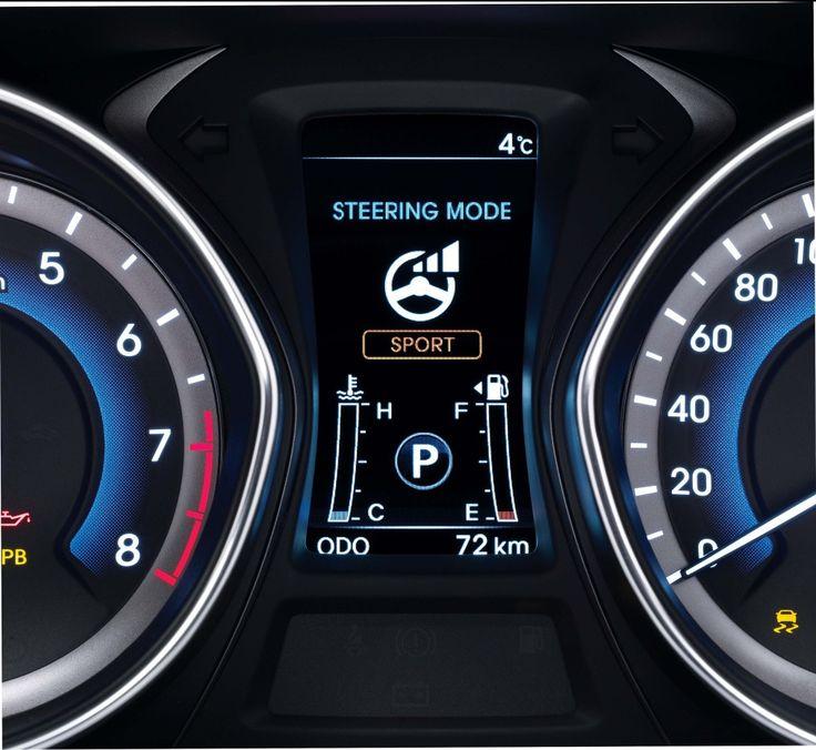 Przejmij kontrolę  Różne sytuacje drogowe wymagają różnych reakcji. To dlatego i30 wagon oferuje wspomaganie układu kierowniczego FLEX STEER z trzema trybami pracy wybieranymi za pomocą przycisku na kole kierownicy. Tryb Normalny doskonale sprawdzi się podczas jazdy w mieście i po lokalnych drogach. Tryb Comfort ułatwia manewrowanie na parkingu. Z kolei, bezpośrednie reakcje uzyskiwane w trybie Sport uprzyjemniają jazdę z wysoką prędkością.