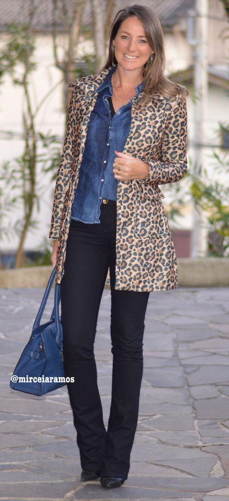 Look de trabalho - look do dia - look corporativo - moda no trabalho - work outfit - office outfit - winter outfit - fall outfit - frio - look de inverno - inverno - casual friday - flare jeans - calça preta - black - animal print coat - casaco animal print - camisa jeans - bolsa azul