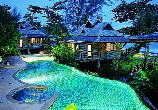 Zwischen Strand und Dschungel mitten im Paradies: Thailandurlaub im schicken Resort-Hotel