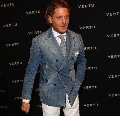 Bespoke jacket in denim: Regular canvas, regular shoulder pad, regular cut – like Richard Anderson's shown above.