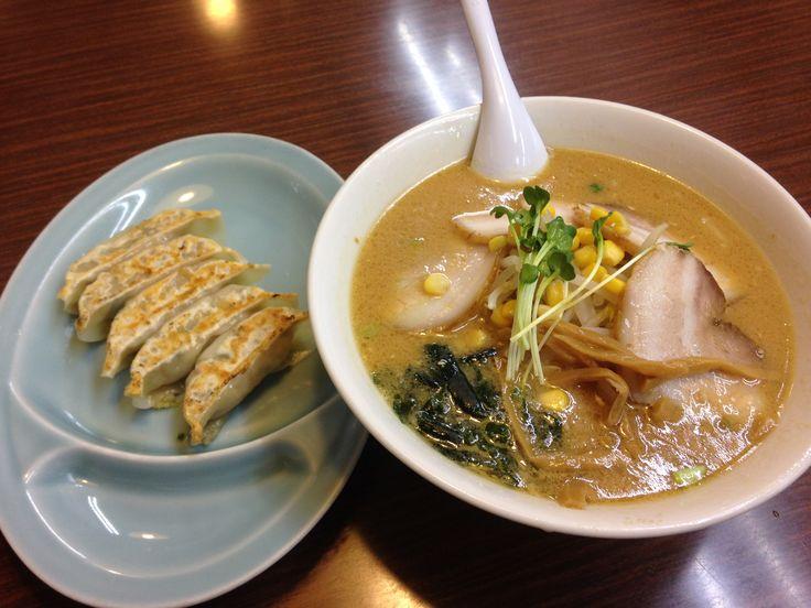 Tyashu misso ramen e gyoza.  チャーシュー味噌ラーメンと餃子。