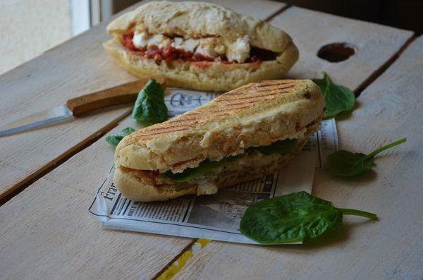 http://boopcook.eklablog.com/paninis-maison-aux-tomates-et-au-chevre-rotis-a129988430