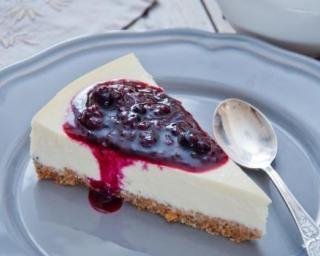 Cheesecake minceur aux coulis de fruits rouges : http://www.fourchette-et-bikini.fr/recettes/recettes-minceur/cheesecake-minceur-aux-coulis-de-fruits-rouges.html