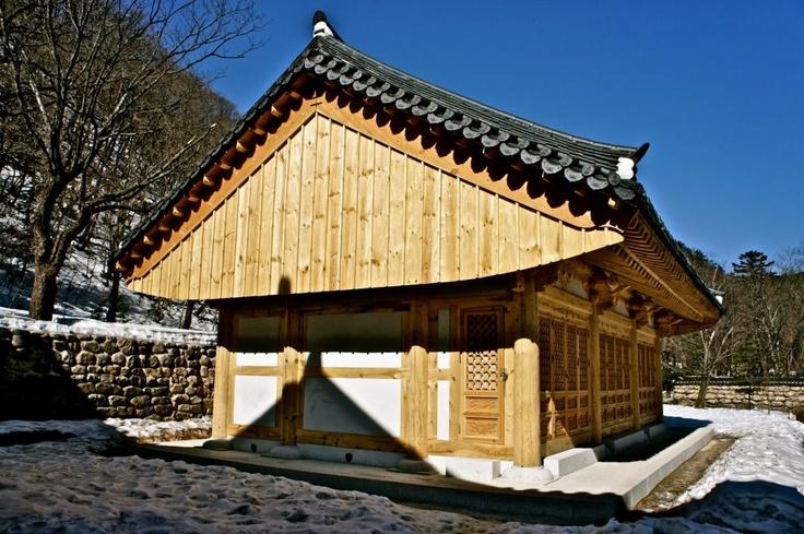 A Temple in Gangwon-do. : )