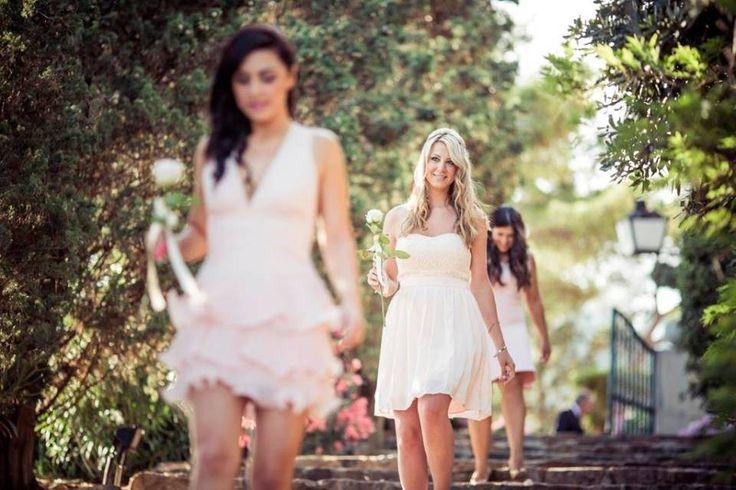 Rosa color maquillaje para las damas de honor   Detalle rosas rosa palido, en una boda en el Convent de Blanes #lafloreria #bouquet #ramos #bridesmaid #barcelona #novias #bodas #weddings #bridalbouquet #bridals ♥ ♥ La Floreria Barcelona ♥ ♥ para descubrir nuestras creaciones visita la web: www.lafloreria.net/ UNA BODA ROMÁNTICA   LA FLORERIA