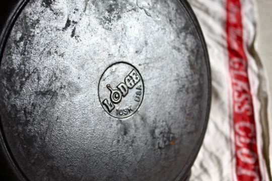 how to clean rust off cast iron skillet