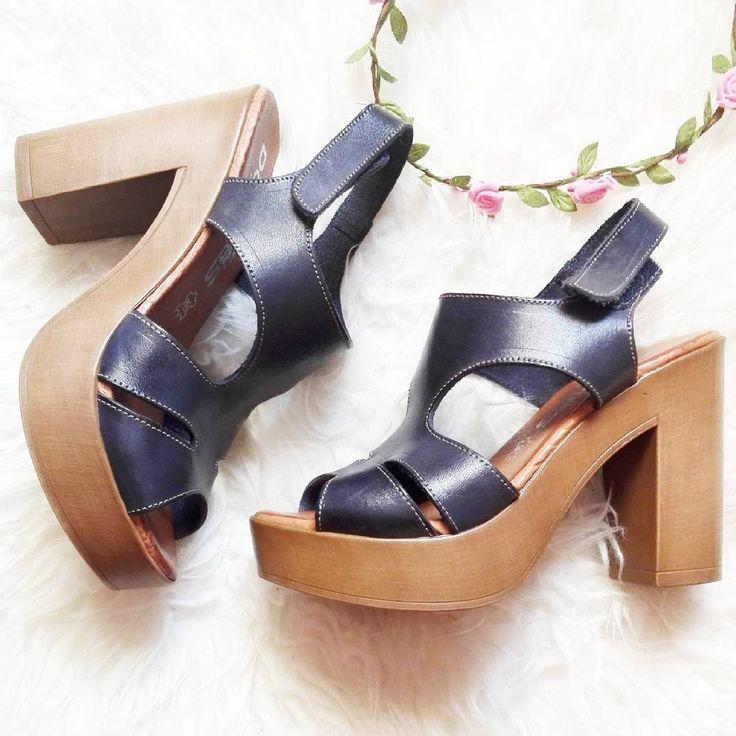 Zapatos altos y azules ideales para cualquier outfit y muy for Sofas altos y comodos