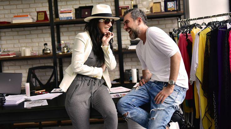 Hande Yener kendi plajına özel tasarımlarla koleksiyona imza attı. Pop dünyasından sonra moda dünyasında da adından uzunca bir süre söz ettirecek.