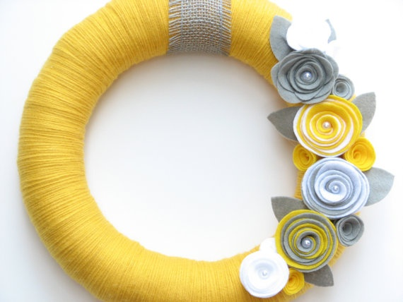 """18"""" Yellow yarn wreath with gray and white. I think this is so pretty, I want it for my front door!"""