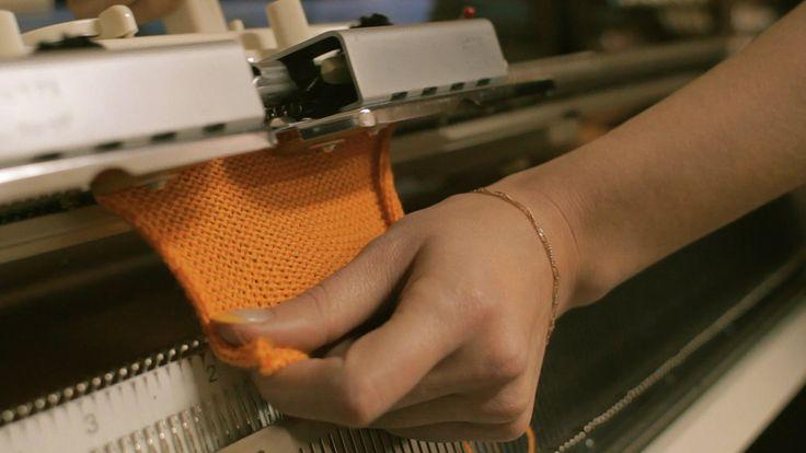 Машинное вязание: Урок №1 - Автоматический набор петель Machine Knitting: How to knit for beginners - Lesson 1 Курсы машинного вязания: http://vk.com/kluboch...