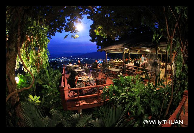 One of my favourite restaurants in Phuket is Tunk Ka Cafe (Tung Ka cafe), a long established venue beautifully built on top of Khao Rang Hill in Phuket Town.