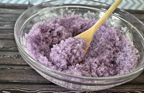 Lavender Vanilla Salt Scrub #DIY.  Make your own salt scrub.  Bath salts.  Lavender bath scrub.  How to make salt scrub.